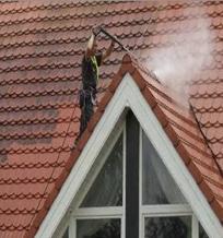 vyskove myti strech 04 - Čištění a mytí fasád a střech